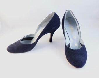 CLOSING SALE 1950s Rhythm Step navy blue suede pumps. Size 7 1/2B.  High heel shoes.