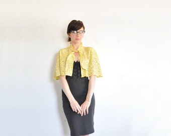 1940 floral print capelet . yellow tie front cropped cape jacket .small.medium .sale