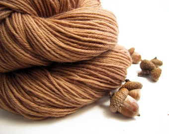 Acorn Dyed Yarn, Tonal Brown Sock Yarn, Natural Dyed Semi-solid Fingering Weight Yarn