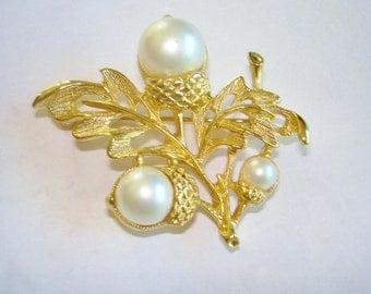 Acorn Pearl Gold Tone Brooch Avon