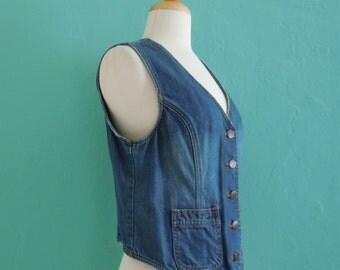 vintage blue denim vest // denim layering piece