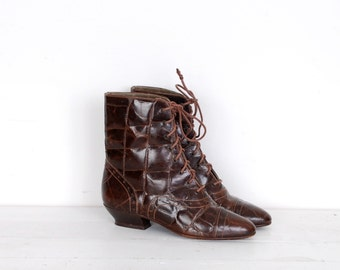 Vintage 1980s Boots / 80s Alligator Leather Granny Boots / Brown (size 7)