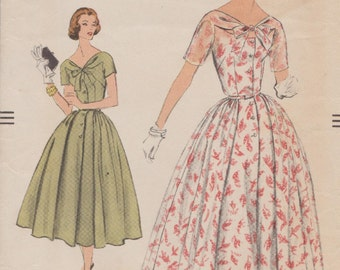 Vogue 9106 / Vintage 50s Sewing Pattern / Dress / Size 12 Bust 32