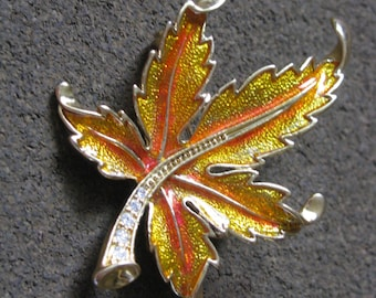 Lovely gold tone Autumn color leaf brooch pin