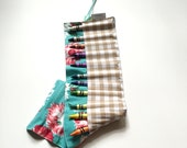 Owlette Crayon Roll 16 Count Vintage Flower Print Retro Girly Gingham Blue Pink White On the Go Crayon Roll Up 16 Count Crayola Crayons