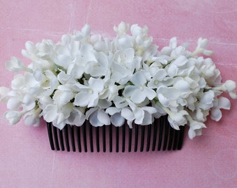 Beautiful big hair comb with white flowers vintage rockabilly style wedding 40s 50s fascinator