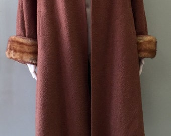 Classic Vintage 1930/40s Brown Wool Swing Coat with  Fur collar