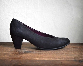 Super cute Black Suede Heels, ARCHE french Comfortable womens Shoes, Real leather pumps, size 8.5, 39 - 40 european,  british size 7