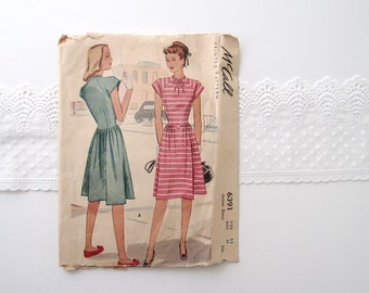 1940s vintage swing Dress Pattern / McCall 6391 original sewing pattern for knee length dress with V waist, cap sleeves, & keyhole neck tie