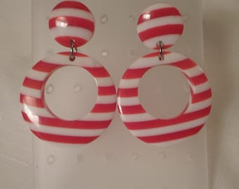 LUCITE DOORKNOCKER EARRINGS / Pierced / Striped / Layered / Laminated / Red / White / Nautical / Patriotic / Retro / Trendy / Accessories