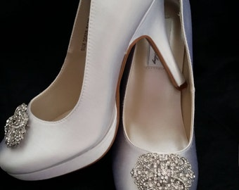 Wedding Shoes Closed Toe Bridal Shoes with Vintage Inspired Brooch - Dyeable Bridal Shoes - Pick your Color