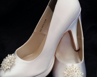 Wedding Shoes Closed Toe Bridal Shoes with Sparkling Crystal Design Brooch - Dyeable Bridal Shoes - Pick your Color