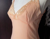 Stunning Vintage VALISERE~Peach Fitted Slip~Made in Lebanon~Size 38~Fits like a small 34