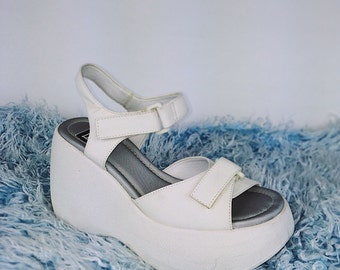 90's Velcro Baby Spice Ankle Straps Sporty Rounded Platform Wedge Sandals //  7.5