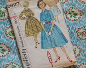 Vintage 1950s Sewing Pattern / Classic Full Skirt Shirtwaister Day Dress / Size 14 - 34 Bust / Simplicity 2627