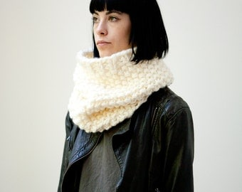 Le Col point de riz (En Crème) /// The moss stitch cowl (in Cream) /// oversize kitted scarf, cowl