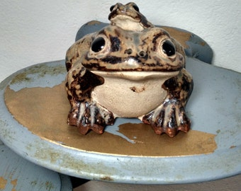 Japanese Shigaraki double toad sculpture