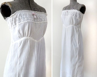 SALE - 1950s Eyelet Lace Strapless Slip, Size XS - 30% off