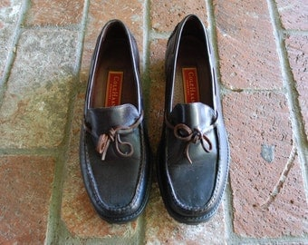Vintage Womens 8.5 Cole Haan Country Slip On Black Leather Loafers Loafer Preppy Hipster Boho Office Fashion Boat Deck Shoes Summer Beach