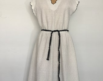 60s White Knit Dress with Scalloped Sleeves and Collar by Leslie Fay / size Medium