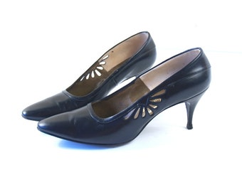 vtg 50s black PINUP cut out KITTEN HEELS 7 sleek+sexy pumps madmen bombshell shoes