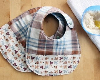 Set of 2 baby bib organic cotton plaid and dogs print. Medium size bib for babies and toddlers bymamma190.