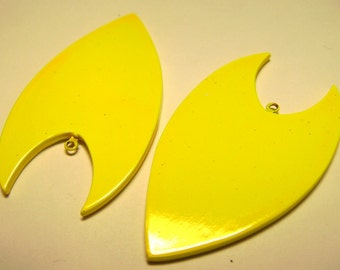 2 Large Plastic Arrow Pendants with Loop - Fluorescent Yellow