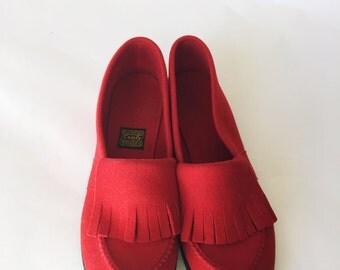 1970's Cherry Red Felt Fringe Slippers  Daniel Green Size 8/ 8.5