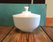 Vintage Federal White Glass Milk Glass  2 1/2 Qt. Bowl With Lid