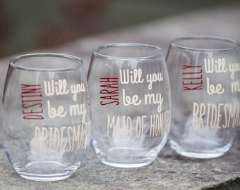 Will you be my Bridesmaid? Bridesmaid gift stemless wine glass. Personalized Maid of honor proposal. Fall wedding scheme. Ivory and burgundy