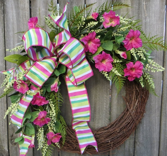 Petunia Spring Wreath, Spring / Summer Wreath, Pink and Green Wreath, Springtime  Door Decor, Mother's Day Gift, Horn's Handmade, Spring