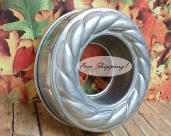 Cake Ring Jell-O Mold Twisted Top Ice Ring Mold Bundt Vintage FREE SHIPPING!