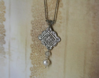 Vintage 1900s Style Necklace Button Jewelry - made from a button and beads
