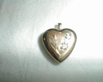 vintage 14 kt gold heart locket pendant etched