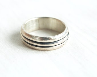 Striped Ring Band Sterling Silver Size 8 .75 Vintage Mexican Wedding Band Unisex Industrial Jewelry from Mexico