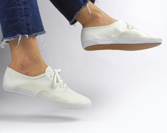 1980s off-white canvas sneakers / vintage Just For Kicks lace-up tennis shoes / women's size 9
