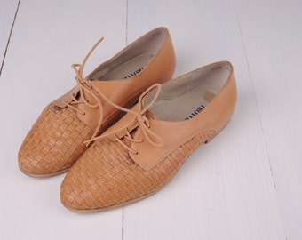 Vintage Trotters Beige Woven Leather Oxfords, Womens 11 W / ITEM148