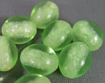 20 Vintage 15mm Light Green Oval Confetti Lucite Beads Bd1829