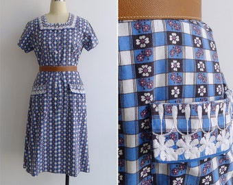 13% Off Code  SPOOKY13 - Vintage 40's 'Daisy Squares' Embroidered Apron Pocket Blue Dress M or L