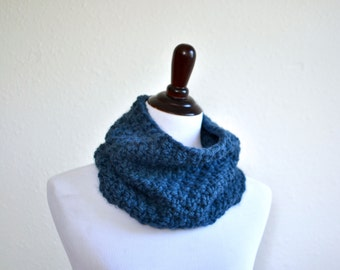 Chunky Knit Cowl Neck Warmer // Cowl Scarf // Hand Knitted Neck Warmer // Chunky Knit Cowl // Infinity Scarf // Circle Scarf Neck Warmer