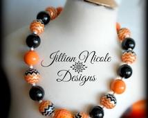 Classic Halloween Chunky Bubblegum Bead Necklace. Ready to Ship, Halloween Necklace, Girls Halloween Necklace, Orange and Black