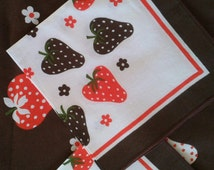 PARTY TABLE Cloth, Vintage Table Linens, STRAWBERRY Field, Vintage 1970s, Made in Italy, Funky and colorful printed.