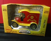 Vintage 1996 Gearbox Toys Limited Edition Collector's Series 1:24 scale Die Cast Metal 1912 Ford Shell Delivery Car replica Coin Bank