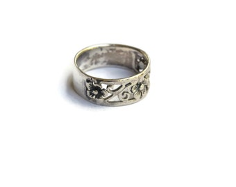Vintage Sterling Silver Floral Band Ring