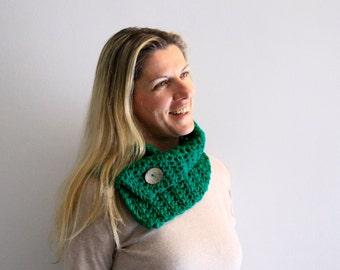 Scarf for women winter fashion, Daphne Cowl, in emerald green, vegan friendly