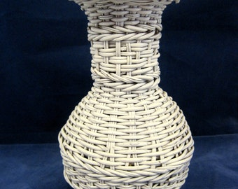 """Vintage White Wicker Chippy Paint Vase 8 """" Tall NICE!  SHP"""