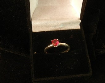 GARNET BIRTH STONE ring for January,size 7 .w/ 5mm faceted gem prong set 1.7 grams
