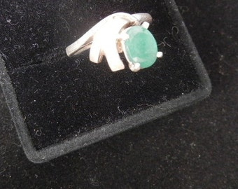COLUMBIAN EMERALD SILVERring w/ 9x7mm 2.5 ct. faceted prong set stone  size7 -3.9 grams