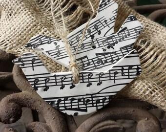 Clay Tag / Ornament - Bird with sheet music - Sheet Music Clay Bird - Songbird