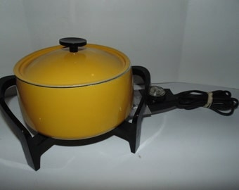 Vintage West Bend Mid century modern yellow Enamel Electric fondue #5398 2 Quart party Meat Cheese